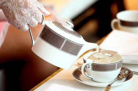 hostess-etiquette-courses_3